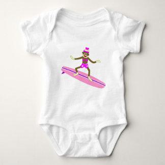 Menina do surfista do macaco da peúga t-shirt