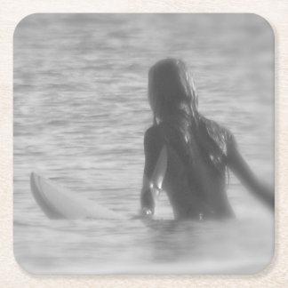 Menina do surfista porta-copo de papel quadrado