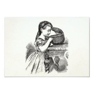 Menina do Victorian do vintage com cesta Convite 8.89 X 12.7cm
