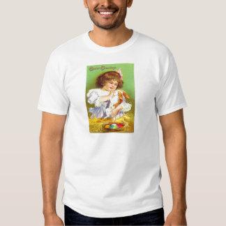 Menina do vintage com o cartão de páscoa do coelho tshirts
