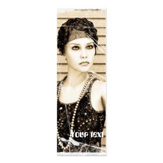 Menina do vintage, efeito velho da foto cartão de visita skinny