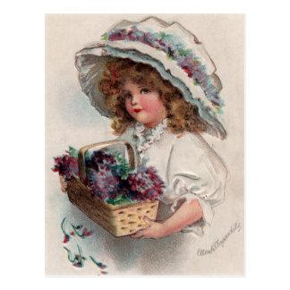 Menina do vintage no cartão da capota