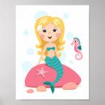 Menina loura dos desenhos animados da sereia com c pôsteres