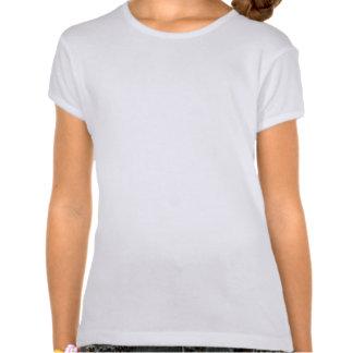 Menina no equipamento dos esportes camisetas