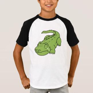 Menina verde de grito do menino da camisa dos