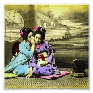 Meninas de gueixa da bisbolhetice do japonês velho foto