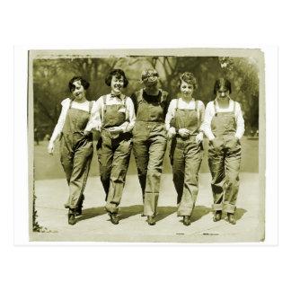 Meninas retros dos macacões de jeans do kitsch das cartão postal