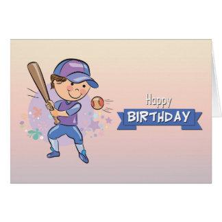 Menino bonito que joga o cartão de aniversário do