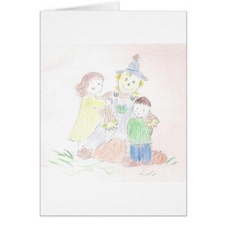 Menino e menina com espantalho cartão