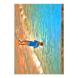 Menino na praia convite 8.89 x 12.7cm