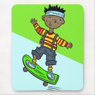 Menino no skate mouse pad