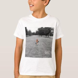 Menino que joga o T de golfe Camiseta