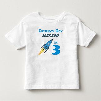 Menino retro azul do aniversário de Rocketship Camiseta Infantil