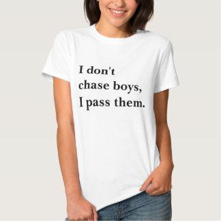 Meninos da perseguição que funcionam a camisa camiseta