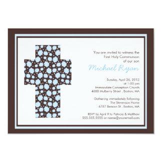 Meninos transversais azuis modernos convite 11.30 x 15.87cm