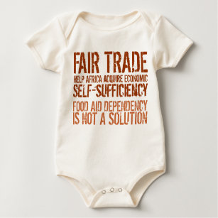 Mensagem do comércio justo na camisa para