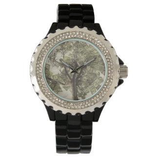 Mente do cristal de rocha das mulheres sobre o relógio de pulso