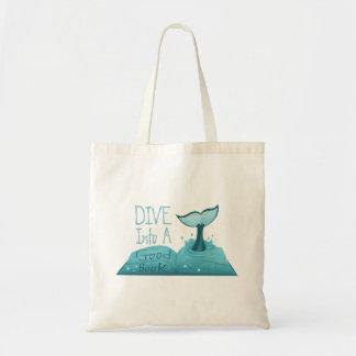 Mergulhe em um bom livro bolsa tote