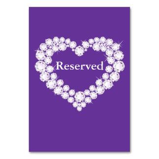 Mesa roxa Wedding do coração do diamante reservado