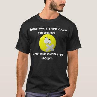 Mesmo a fita adesiva não pode fixar o t-shirt camiseta