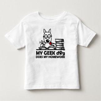 Meu cão do geek faz meus trabalhos de casa camisetas