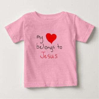 meu coração pertence a jesus t-shirts