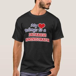 Meu coração pertence a um administrador de base de camiseta