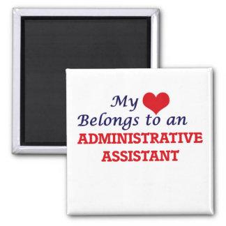 Meu coração pertence a um ajudante administrativo ímã quadrado