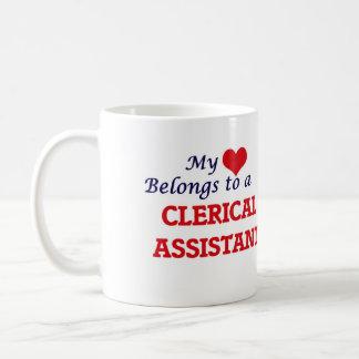 Meu coração pertence a um assistente de escritório caneca de café