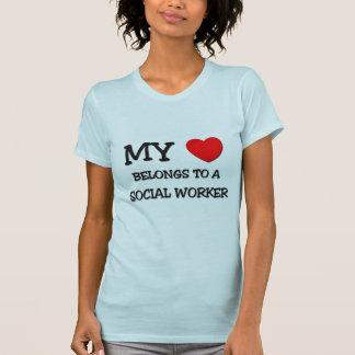 Meu coração pertence a um ASSISTENTE SOCIAL Camisetas
