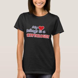 Meu coração pertence a um Cryptologist Camiseta