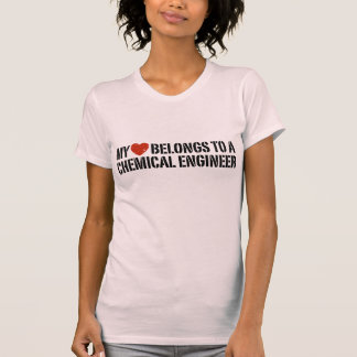 Meu coração pertence a um engenheiro químico camiseta