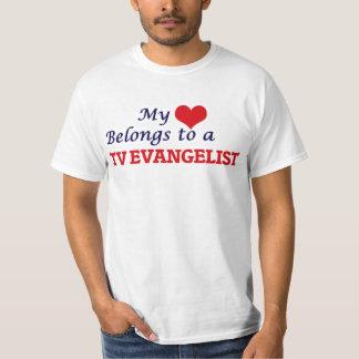 Meu coração pertence a um evangelista da tevê camiseta