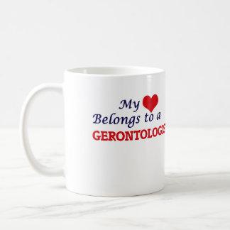 Meu coração pertence a um Gerontologist Caneca De Café