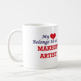 Meu coração pertence a um maquilhador caneca de café