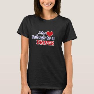 Meu coração pertence a um motorista camiseta