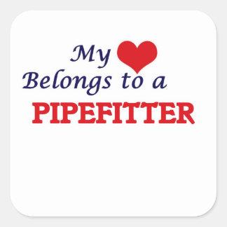 Meu coração pertence a um Pipefitter Adesivo Quadrado