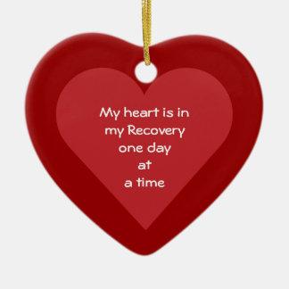Meu coração realiza-se em minha data da sobriedade ornamento de cerâmica coração