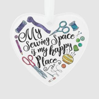 Meu espaço Sewing é meu ornamento feliz do lugar
