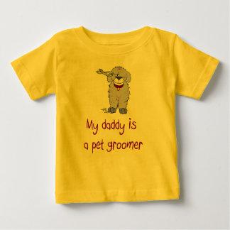 Meu pai é um t-shirt infantil do bebê do Groomer