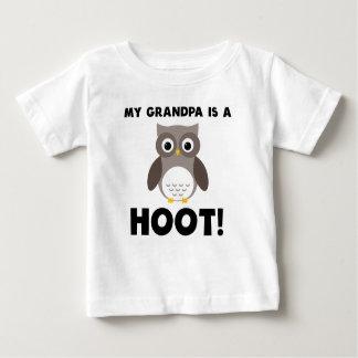 Meu vovô é uma buzina! camiseta para bebê