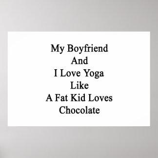 Meus namorado e eu amamos a ioga como amores de um pôster