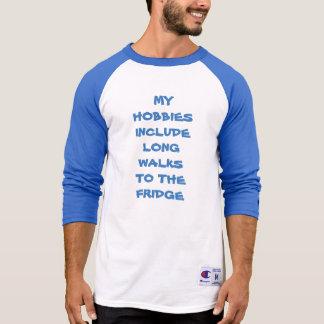 Meus passatempos incluem caminhadas longas ao tshirts