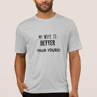 Minha esposa é melhor do que sua! Camisetas