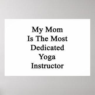 Minha mamã é o instrutor o mais dedicado da ioga pôster