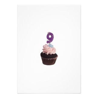 Mini cupcake com número nove velas convite personalizado
