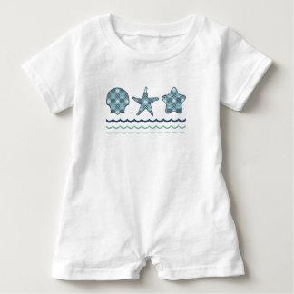 Miúdo da edredão e camisa náuticos do bebê