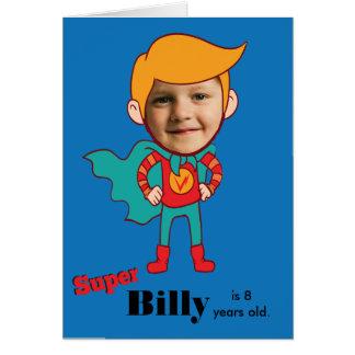 Miúdo do aniversário do super-herói cartão comemorativo