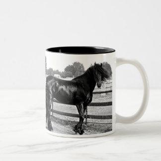 Modelagem do cavalo caneca dois tons