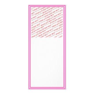 Modelo aparado rosa da beira panfletos informativos